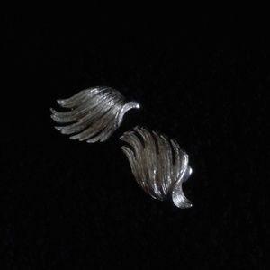 Jewelry - *Vintage* Silver Wing clip on earrings